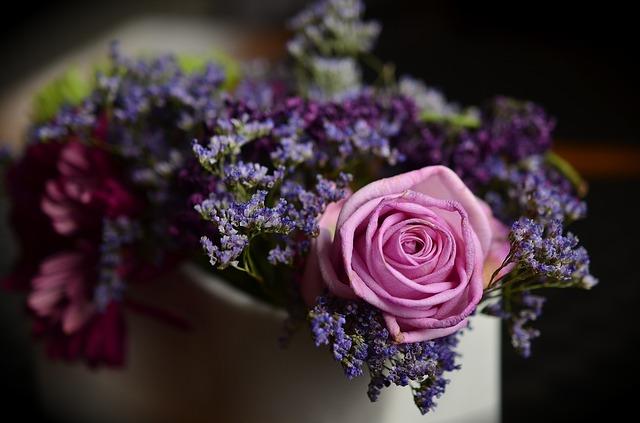 kytice s růží
